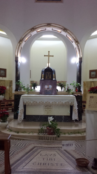 In this church, the altar is in the center